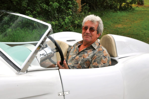 Italian by birth but with gasoline in his veins, Candido Cavaliere has always had a passion for creating replicas of classic sports cars.