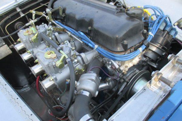 Datsun 720 Roadster 5