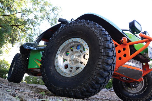 KMC alloy rims with beadlocks are ideal for tackling tough terrain.