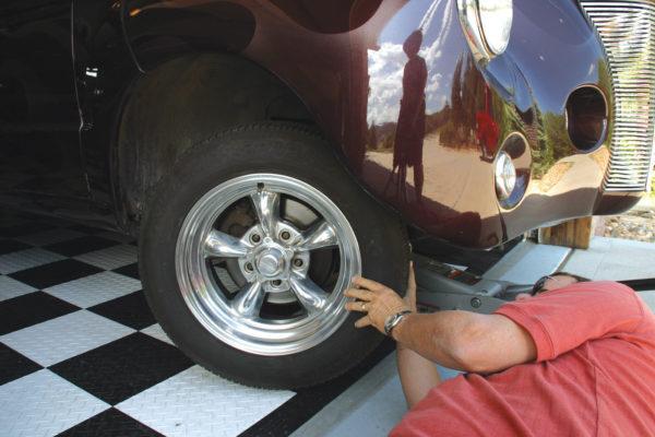 Fitting Wheels C8