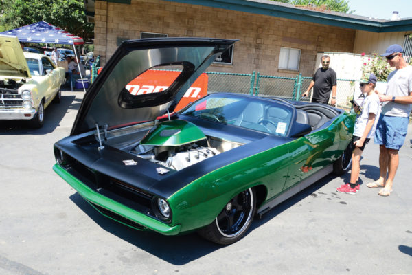 Open wide sideways to check out this 800hp 572ci Hemi, in a '70 Cuda convertible built by Henry's Hot Rods.