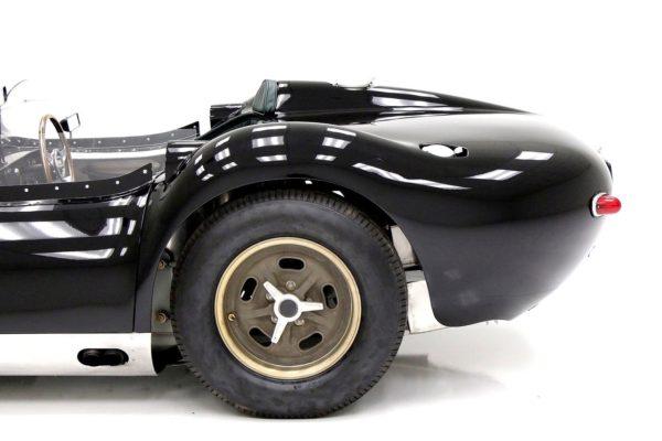Lister Jaguar 8