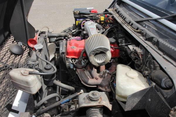 A 1.6-liter gasoline engine is commonly found in U.K. Vitaras, but the U.S. Sidekick offered a 120 hp, 1.8-liter 16-valve four-cylinder Suzuki J18 engine.