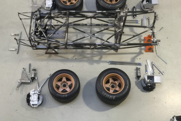 Here's the bare space frame of the SVF1, both with and without suspension and wheels. The extensive use of triangulated tubular members ensures a stiff platform that maintains a stable suspension geometry on the track.