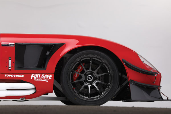 The 18-inch Volk ZE-40 alloy rims weigh only 20 pounds each.