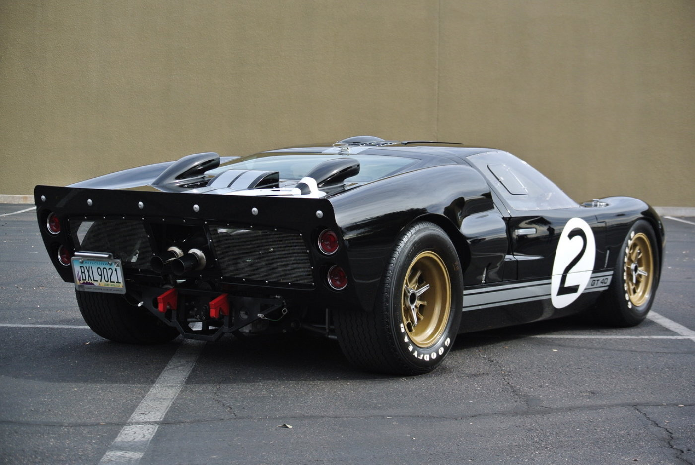 superformance gt40 replica for sale reincarnation magazine. Black Bedroom Furniture Sets. Home Design Ideas